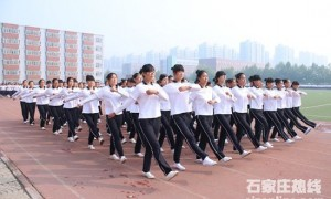 河北女子职业学院2015级新生2683人参加军训